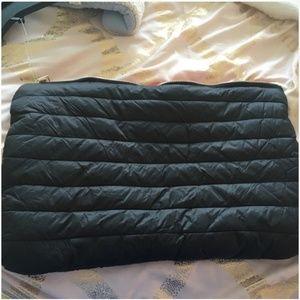 kate spade black zipper pouch clutch nwt